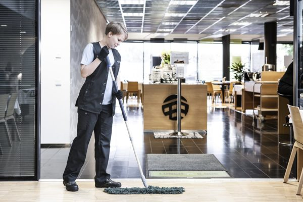 Lindstrom workwear for cleaning and cleaners