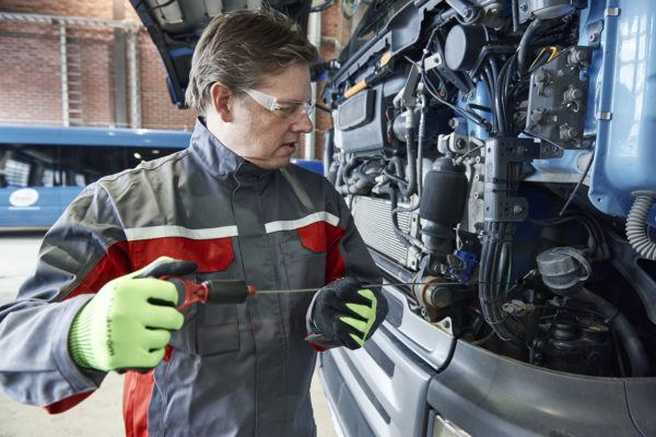 Mechanic uniforms for automotive industry